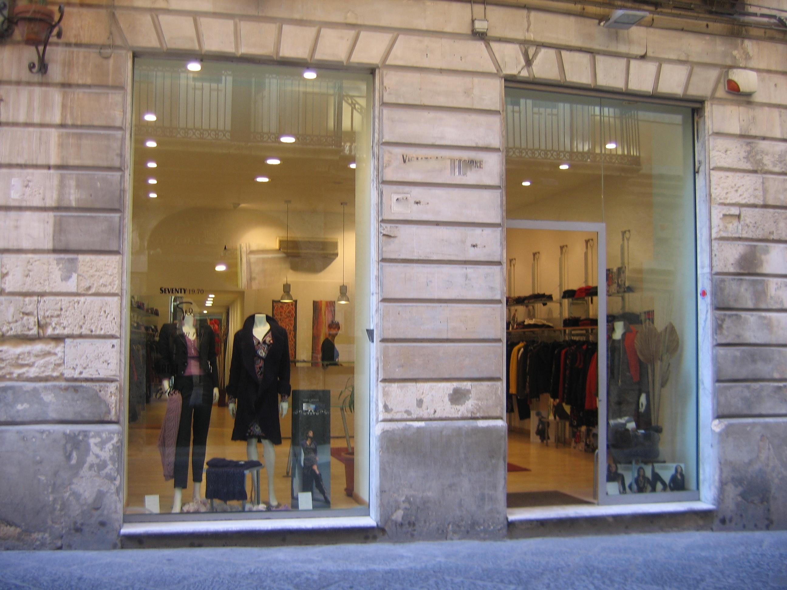 Elegante basso commerciale nel centro storico di siracusa for Hotel siracusa centro storico