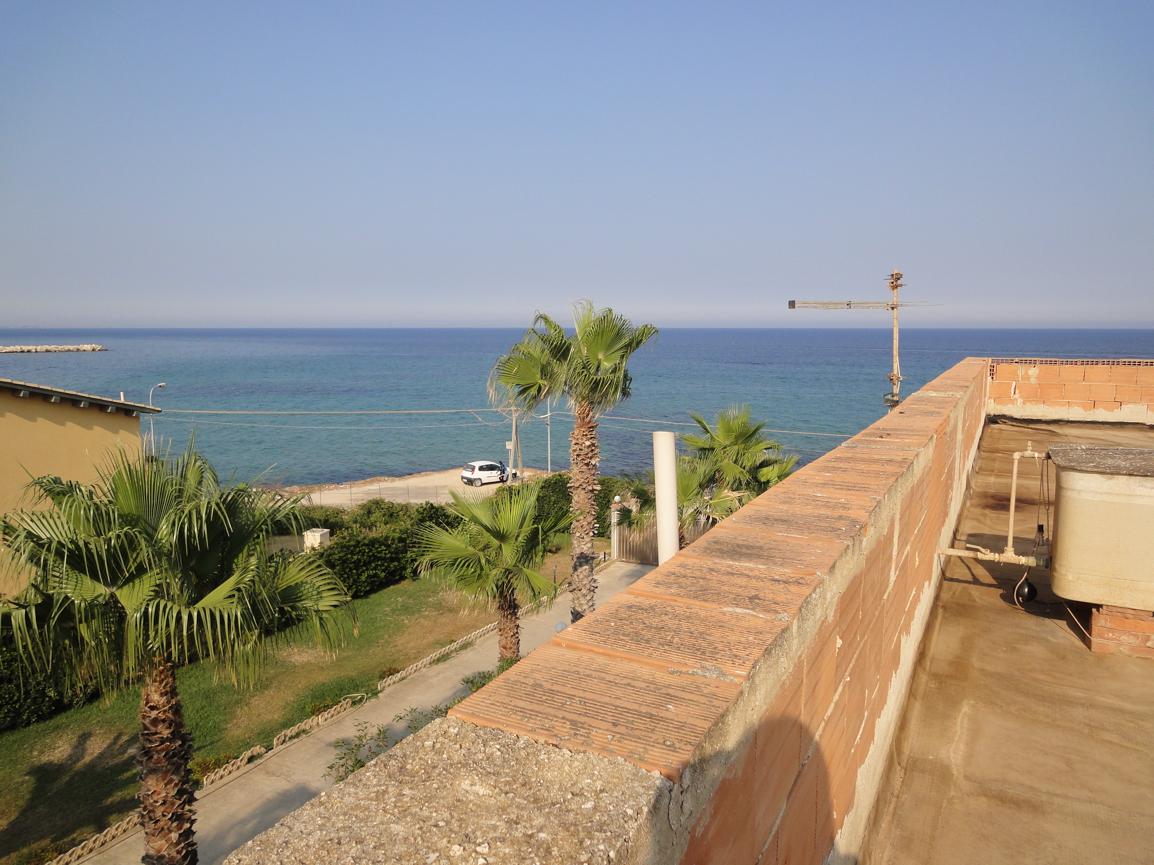 Villa sul mare ad avola sr rif 0183 syrakus immobiliare for Casa vacanza piani lungomare